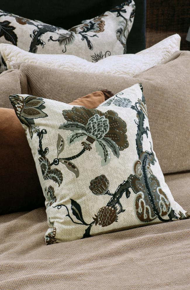 capriccio natural cushion